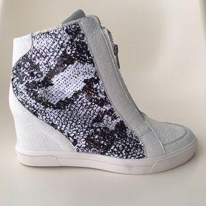 DKNY Wedge Sneaker Sz 7.5